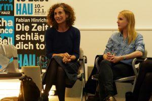 HAU-Intendantin Annemie Vanackere und Amelie Müller vom Kulturforum. Foto: Ulrich Horb